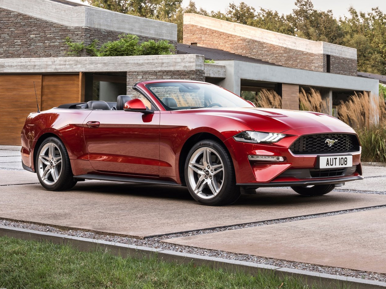ford mustang convertible 2018 datos y precios. Black Bedroom Furniture Sets. Home Design Ideas