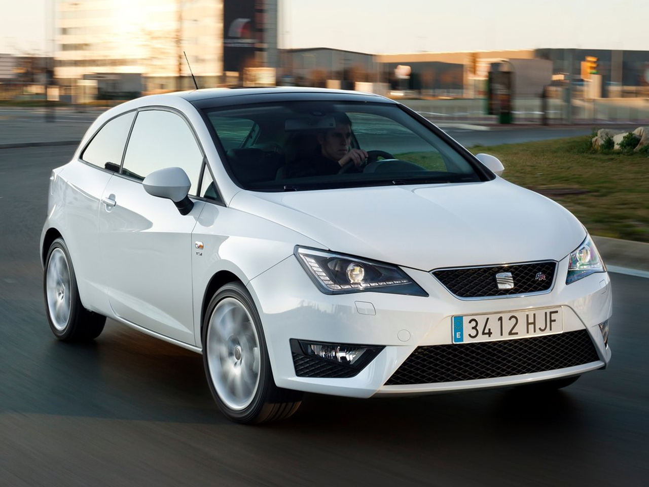 seat ibiza sc 2013 datos y precios. Black Bedroom Furniture Sets. Home Design Ideas