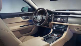 Jaguar XF Berlina 2015 2.0 Turbo 250CV Automático Pure - 3